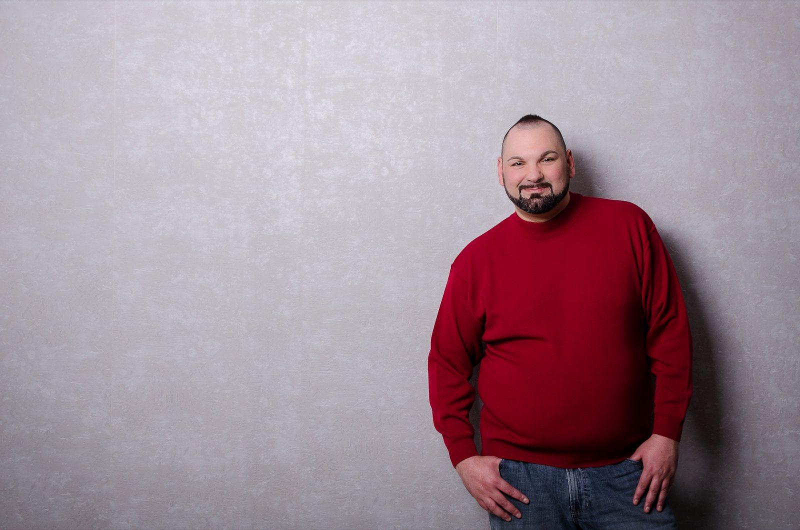 Dunkelroter Rundhals-Pullover in Übergröße